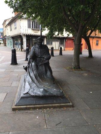 Cardinal Thomas Wolsey statue