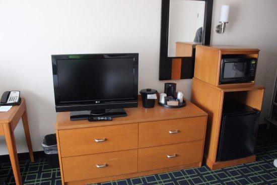 Strasburg, VA: Fridge, microwave, & tv