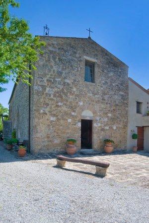 Asciano, Italien: Pieve di Sant'Ippolito. Veduta frontale.