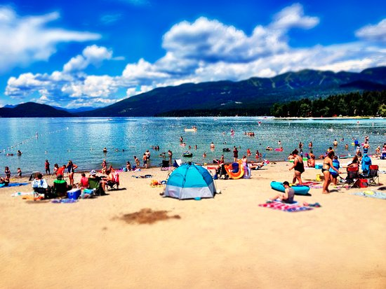 Whitefish Hostel & Super Sisters Cafe: Whitefish City Beach in July