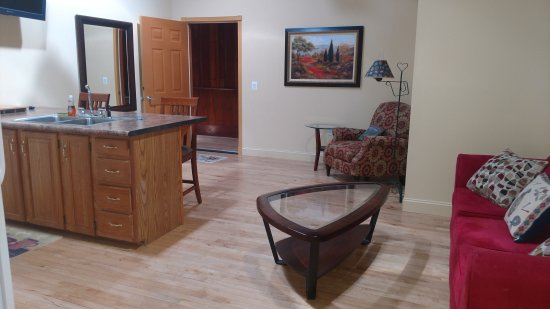 Mount Pleasant, PA: Living and kitchen area one bedroom main floor