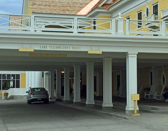 Lake Yellowstone Hotel Dining Room: Covered Entryway