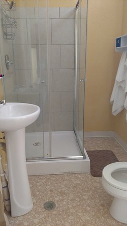Mount Pleasant, PA: Two bedroom bathroom