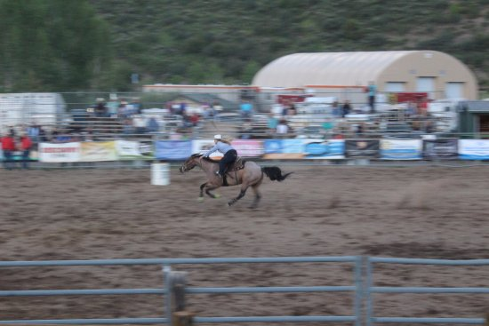 Snowmass Rodeo : Barrel racing