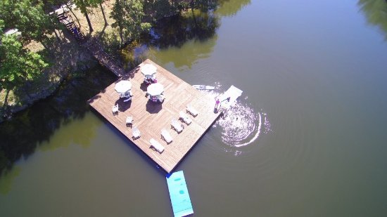 Holiday Shores Resort: Large swim dock in private cove