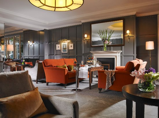 Saggart, Ireland: Relax in our warm & welcoming lobby area.