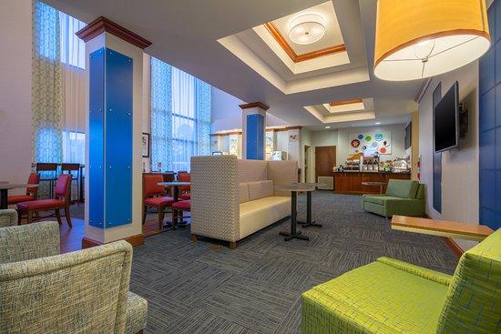 Quakertown, PA: Breakfast room/lobby