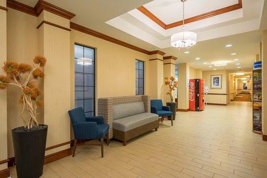 Quakertown, PA: lobby entrance