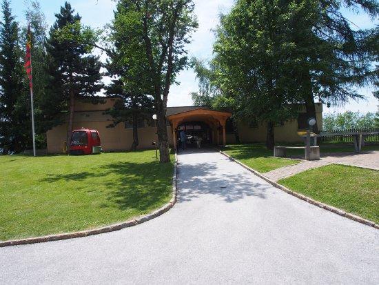 Hotel Valaisia: Eingang zum Flügel wo Hunde erlaubt sind