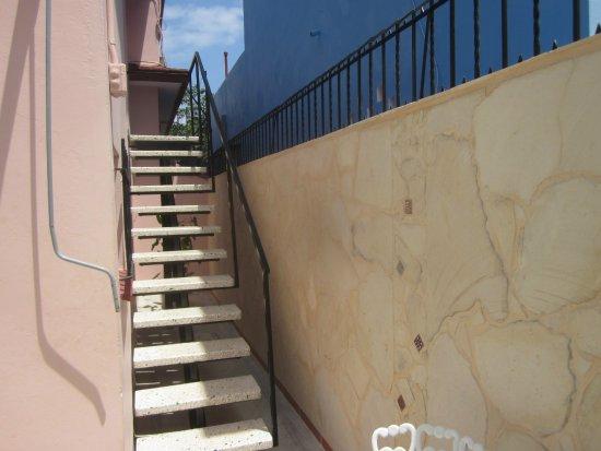 La Casa de Marytere : Escalera de acceso al Apartamento II