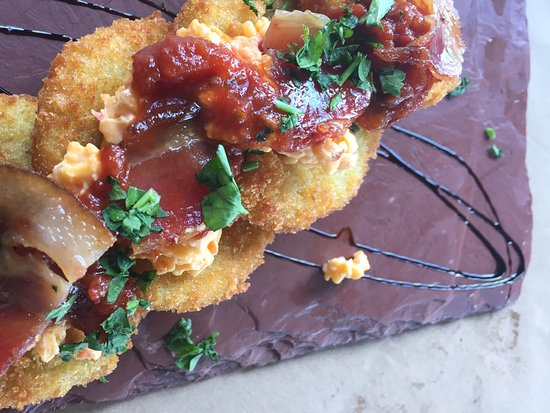 Brooksville, Floride : Fried green tomatoes with pimento cheese