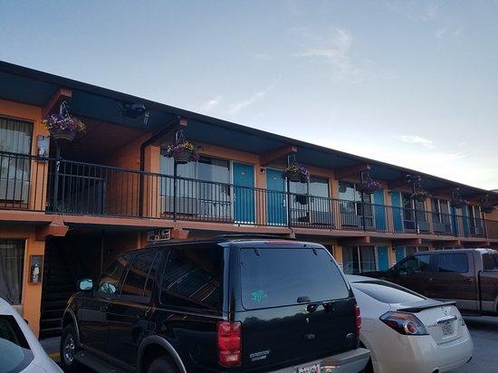 The Marigold Hotel - Downtown Pendleton: 20170629_201105_large.jpg