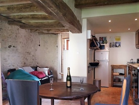 Le Grand-Pressigny, Francja: Chene cottage - ground floor open plan kitchen, dining and living room.