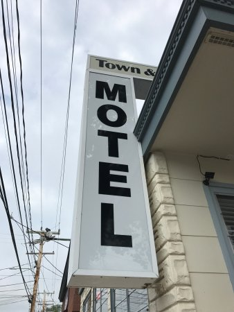 Town and Beach Motel: photo0.jpg