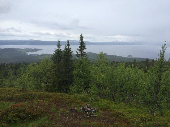 Kall, Sweden: Utsikt från suljätten och berget på håll.