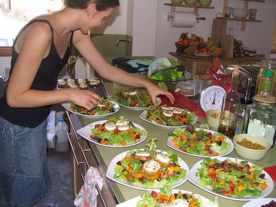 The frogs 39 house hotel saint jeannet france voir les for Tarif cuisine amenagee