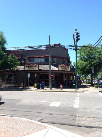 Wendel's Bookstore & Cafe: Front of store from across the street