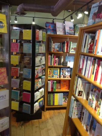 Wendel's Bookstore & Cafe: Lots of books, well priced