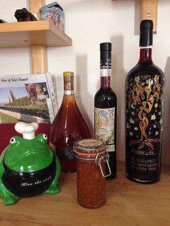 The Frogs' House: Cuisine aménagée à disposition de nos hôtes et pour les cours de cuisine de Corinne