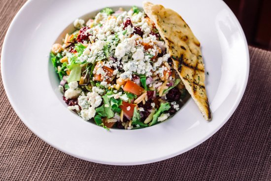 Vernon Hills, IL: The Everything You Love in a Chopped Salad