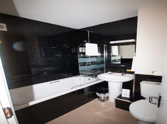 The Fox Inn: Bath rooms Room 7