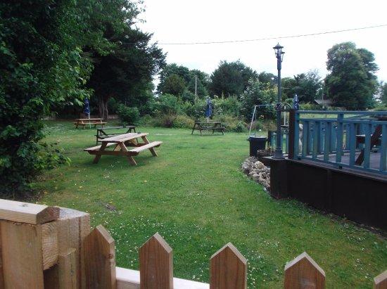 Hilmarton, UK: Beer Garden