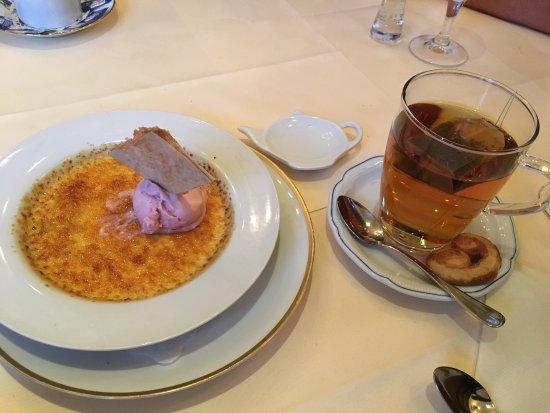 Deichgraf: Crème brûlée mit Pfirsicheis. Hmmmm