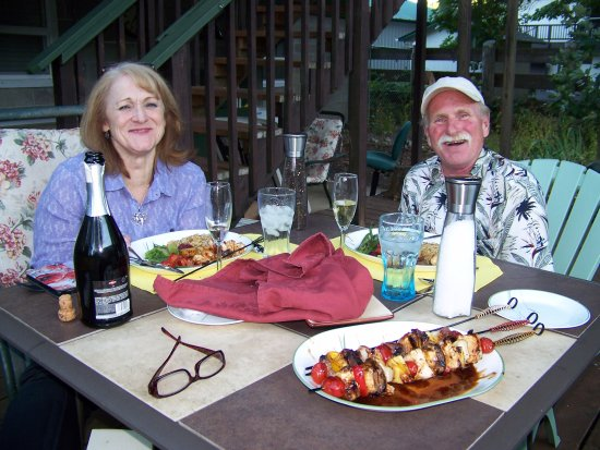 Scottsburg, Oregón: Anniversary dinner for two on the back deck