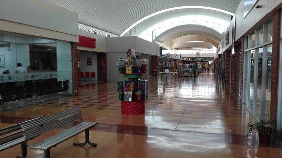 San Isidro de El General, Costa Rica: Local mall, restaurants, bus lines and modern conveniences are just a quick 10 minute walk away.