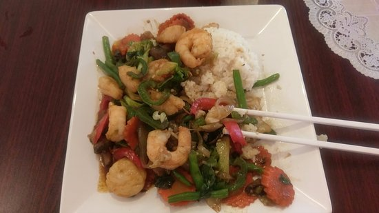 Front Royal, VA: Here's the great Seafood Stir-fry. The sauce was so good I wanted to lick the plate.