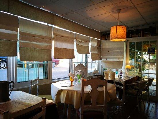 Restaurante Malveiro : Vista dacobertura exterior do lado da estrada