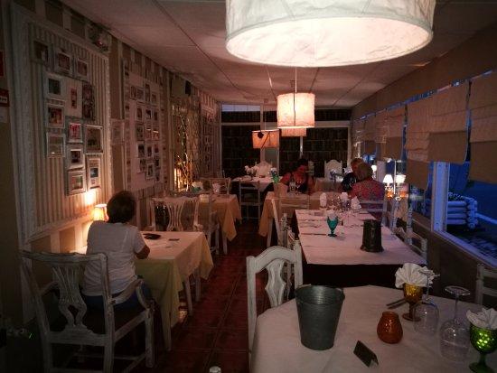 Restaurante Malveiro : Vista da cobertura exterior do lado do restaurante