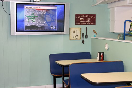 Taylorsville, NC: TV on the wall