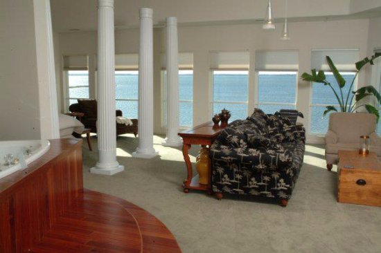 Lighthouse Club Hotel an Inn at Fager's Island: Hang five Penthouse suite ,Double Jacuzzi ,Fireplace,King Bed,fridge,coffee maker
