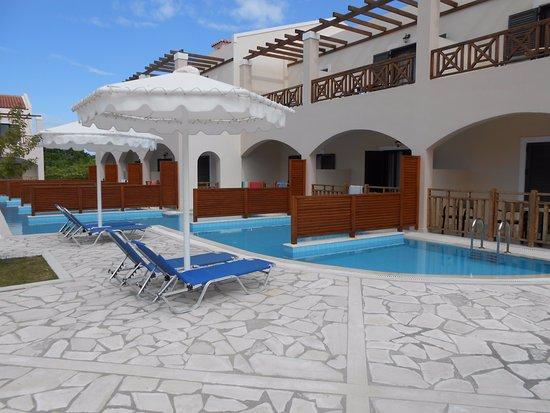 chambre avec piscine privative - Picture of Roda Beach Resort ...