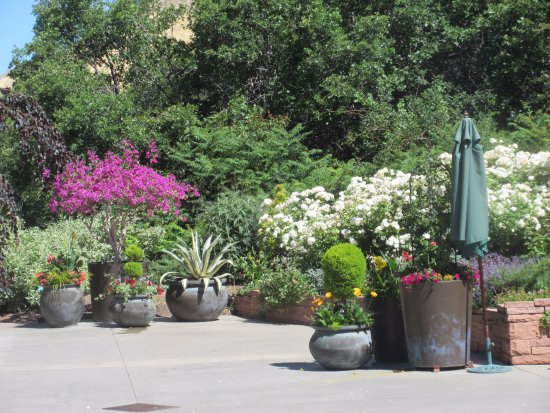 Red Butte Garden: Display just outside the entrance building