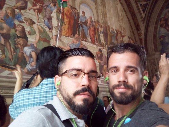 """Romaround Tours : Con el magnífico fresco de Rafael Sanzio """"La escuela de Atenas"""""""""""