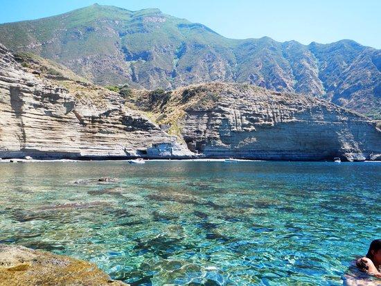 Area balneabile di pollara isola di salina italy top for Salina sicily things to do