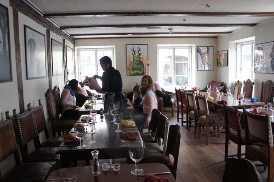 Karme Kuulik : Зал ресторана
