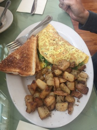 Warner, Nueva Hampshire: Omelette with home fries