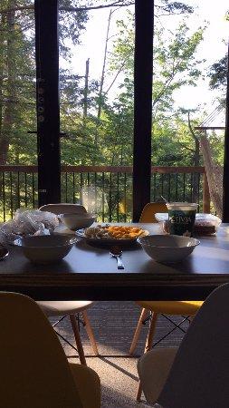Eastman, Canada: Breakfast in the Zoobox