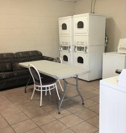 Spanish Villa Resort: Guest Laundry Room