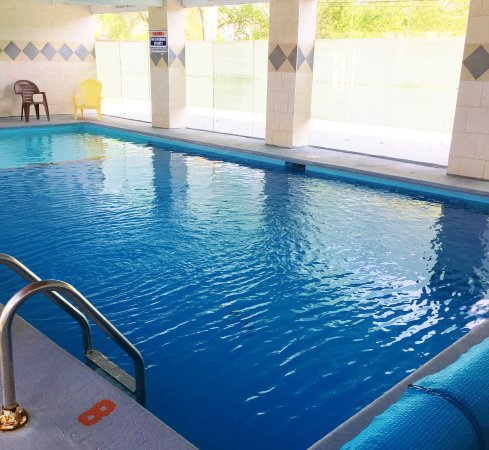Spanish Villa Resort: In-door heated pool (Seasonal) May Long Weekend - Thanksgiving Long Weekend