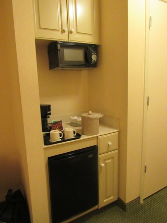South Holland, IL: Refreshment area in room