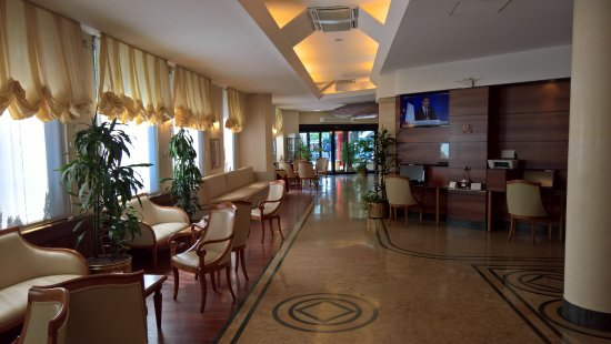 Best Western Hotel Mirage: Bar and reception