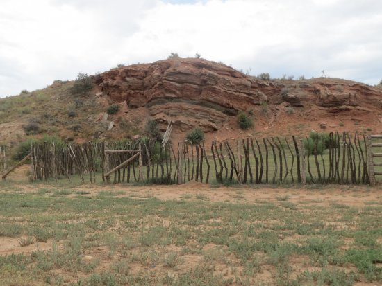 Hole In The Rock Road: corral beside the road