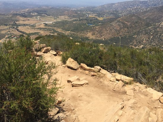 Poway, CA: The only shade you'll get is on the first 200 yards or so. Stunning view at the top!