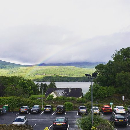 Luss, UK: Dinner and rainbow view over the Loch.