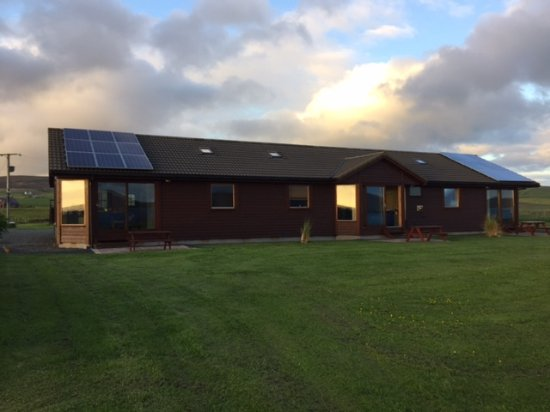 Orphir, UK: The three Chalets together we had the center one. Two bedrooms. One with queen bed ad one with 2