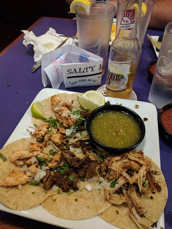 Salty iguana mexican restaurant overland park restaurant reviews phone number photos - Iguanas mexican grill cantina ...
